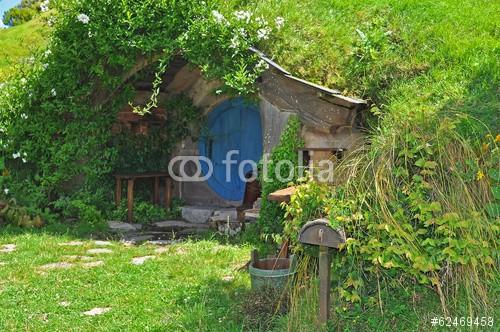 fototapeta chatka hobbit243w w ziemi 62469458 wf1796